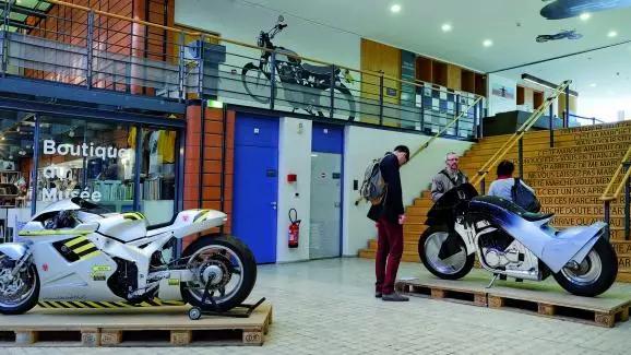 MOTOPOÉTIQUE, UNE EXPO D'ART SUR LA MOTO