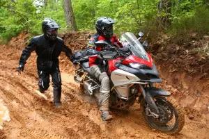 Prendre la piste à moto mais avec plaisir et en sécurité