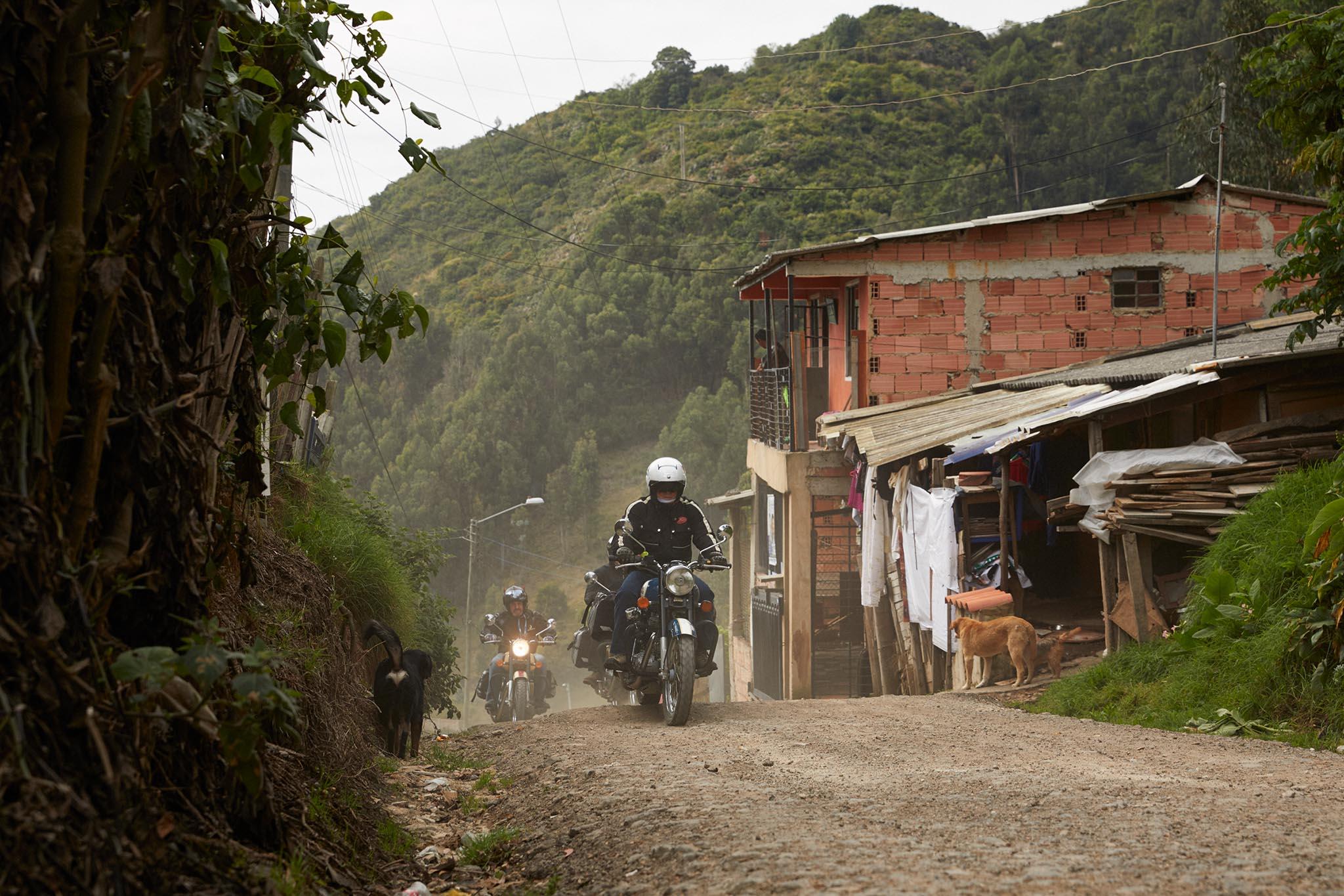 Chemin étroit en quittant les faubourgs de Bogota
