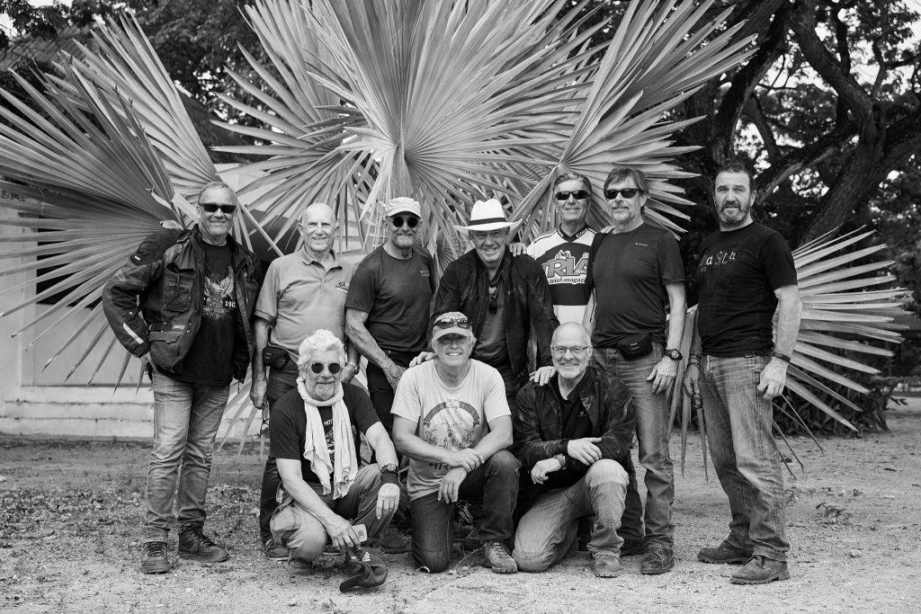 La bande de motards heureux en Colombie