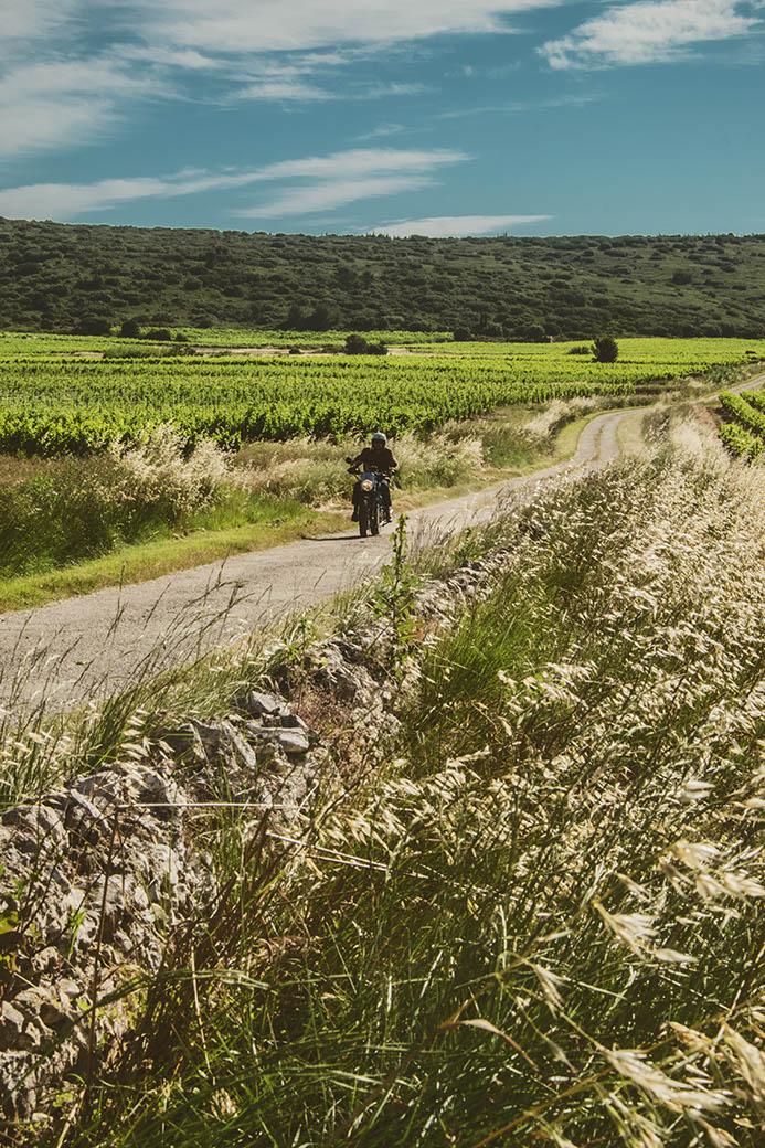 Road trip. Découvrir l'Occitanie à moto