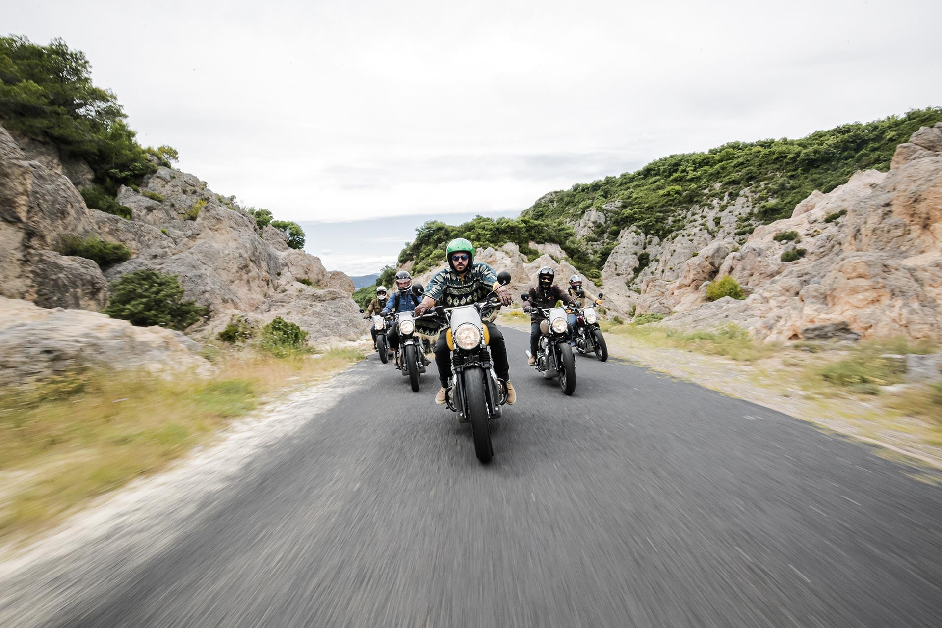 Roadtrips moto en Royal Enfield. Rouler entre amis