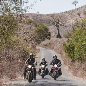 petits groupes motards en équateur
